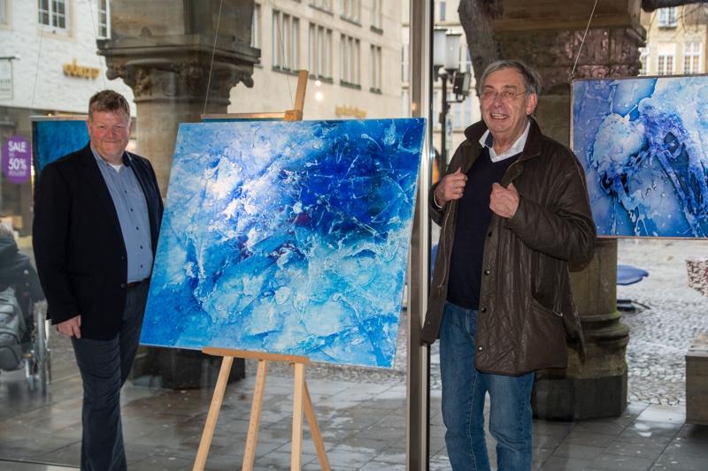 Michael Rickert führt mit Malereien in die Unendlichkeit
